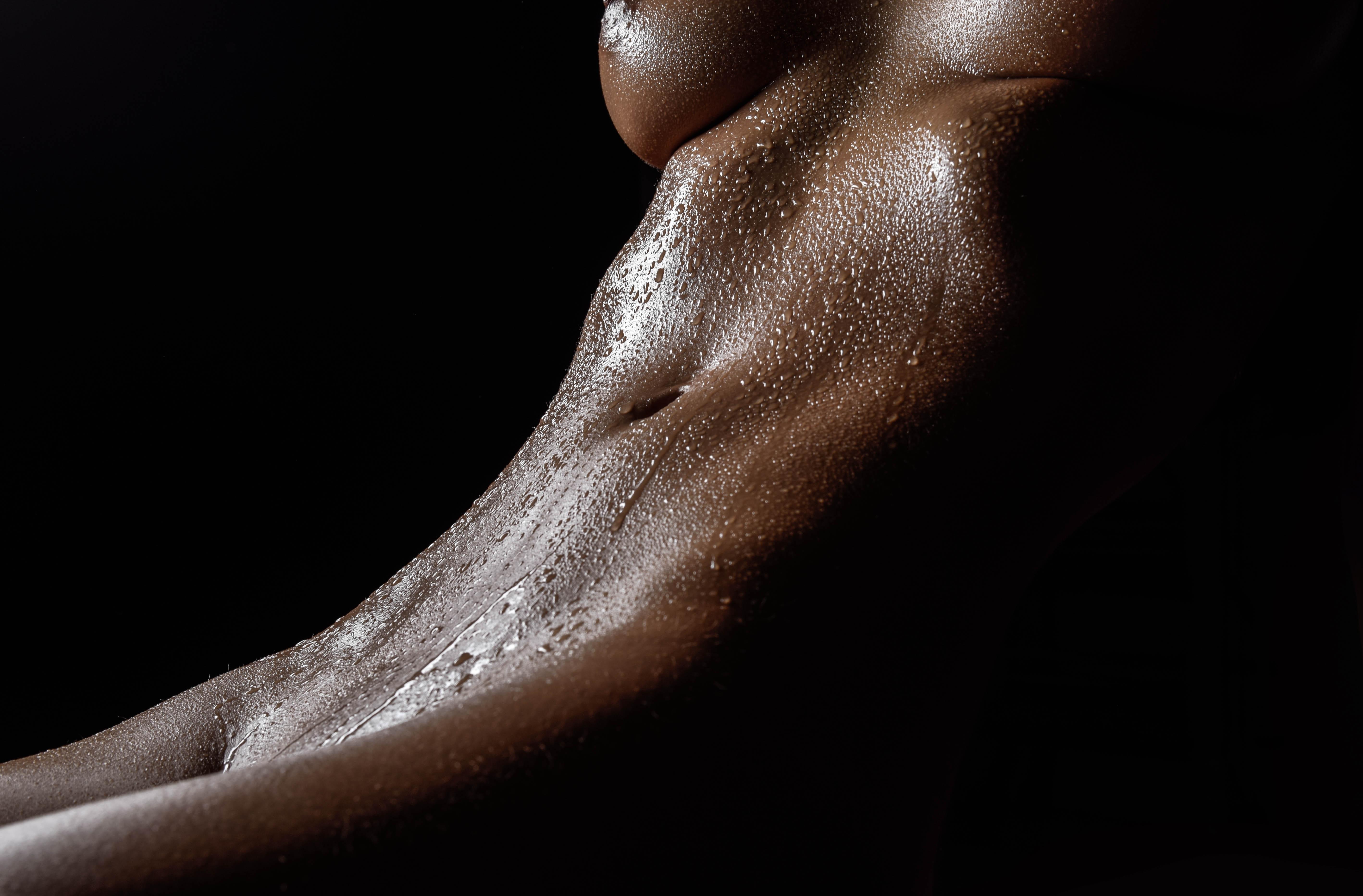 Photographer, Colin Solomon, Edited, Jess Sexton, Retoucher, Beauty Exposed, Hemel Hempstead, Nude, Nude art, Water, Drops, Bodyscapes, Low key, Lighting, Kitti model, Sensual, Bodyscape